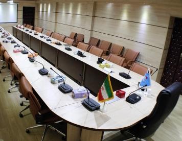 اجرا و طراحی میز های کنفرانسی سازمان ها و اداره ها